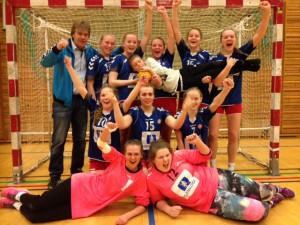 Etter Sykkylven/Stranda sin seier over Volda søndag 15.mars, vart det klart at J16 toppar tabellen sin. Gratulerer jenter!
